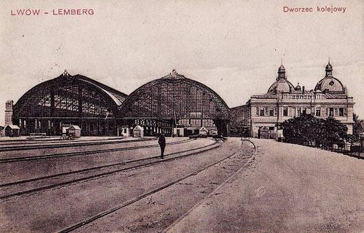 Вокзал во Львове - старая открытка